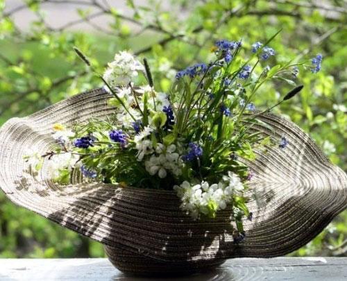 Шляпа с полевыми цветами